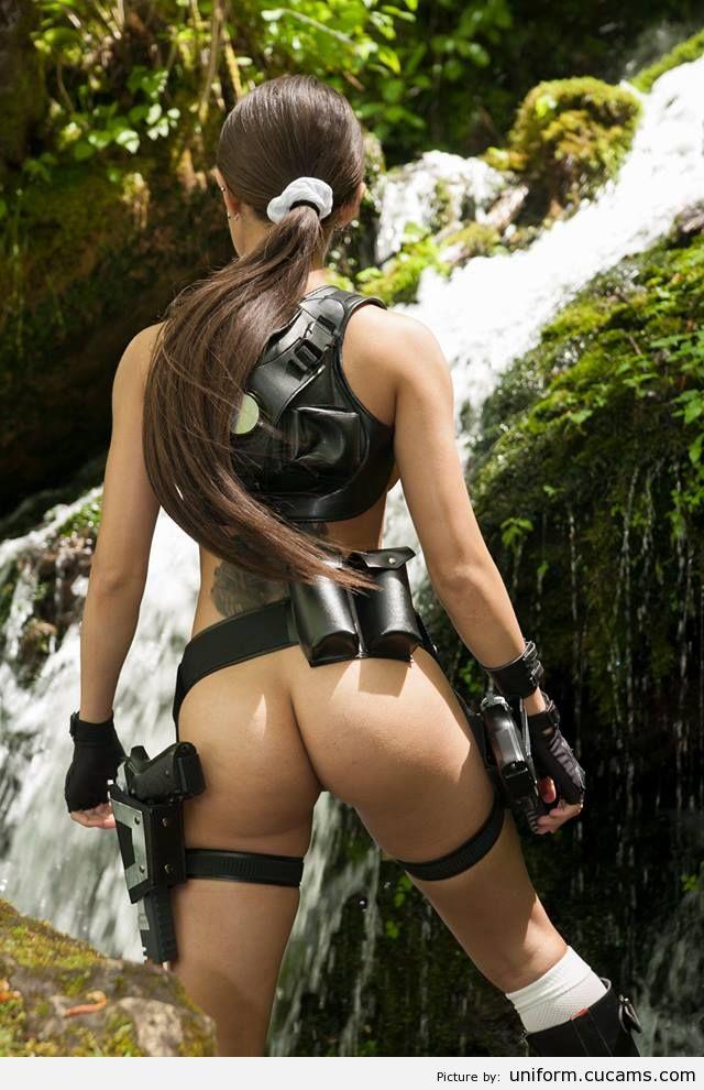 Bellas Cosplay On Lara Croft Yourdailypornmovies 1